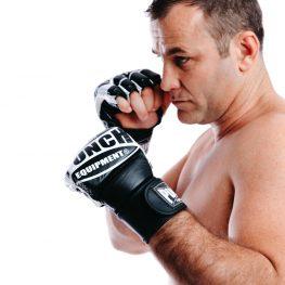 Precurved-MMA-Mitts-B/W-2