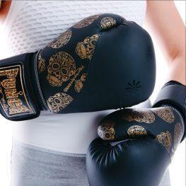 Black-Skulls-Womens-Gloves-Close